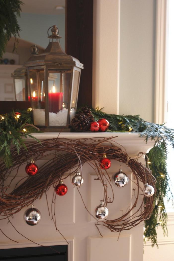 eine schöne Laterne mit einer roten Kerze und Schnee, Laterne selber basteln
