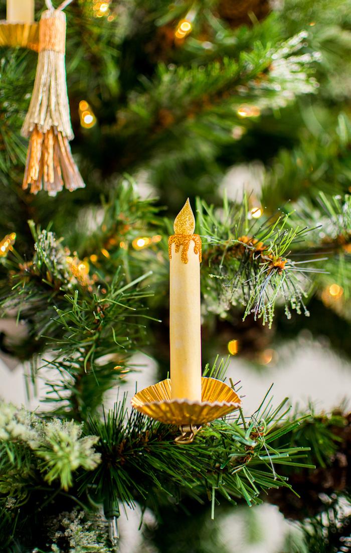Goldene Kerzen aus Papier selber machen, den Weihnachtsbaum schmücken, basteln für Weihnachten