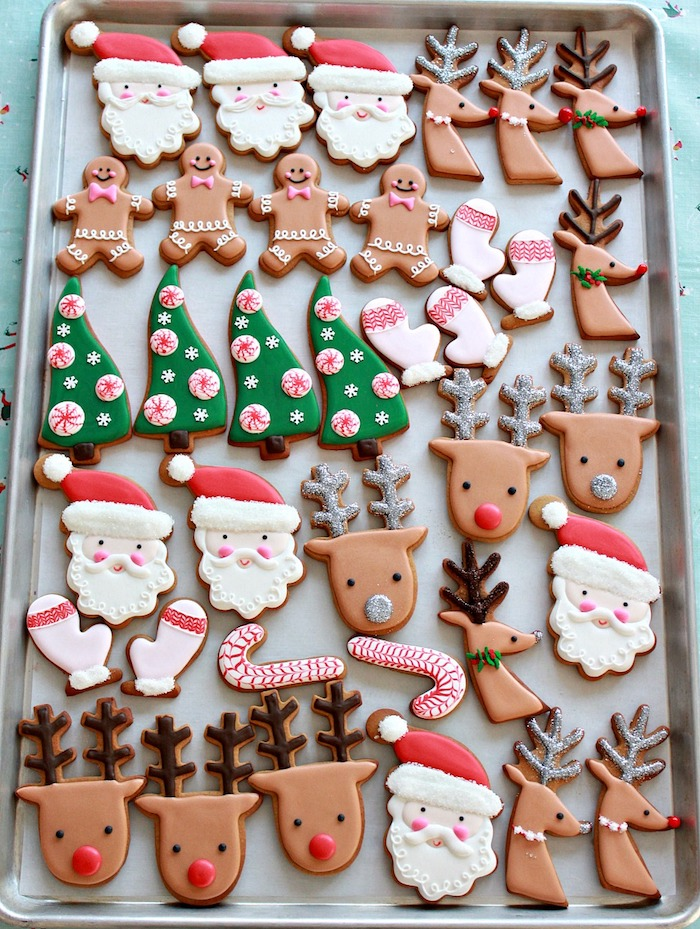 Weihnachtsplätzchen zum Ausstechen, Lebkuchen mit Zuckerguss dekorieren, verschiedene Weihnachtsmotive