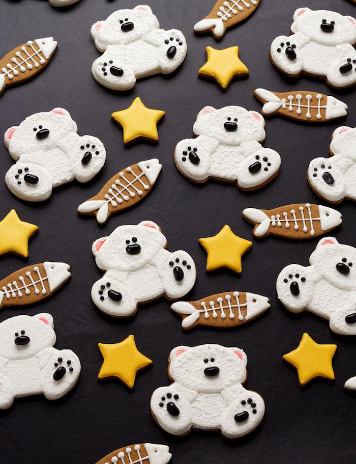 Schöne und leckere Weihnachtskekse zum Ausstechen, gelbe Sternchen, Eisbärchen und Fische