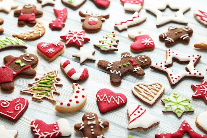 Verschieden Weihnachtsmotive, leckere und schöne Weihnachtsplätzchen ausstechen und verzieren