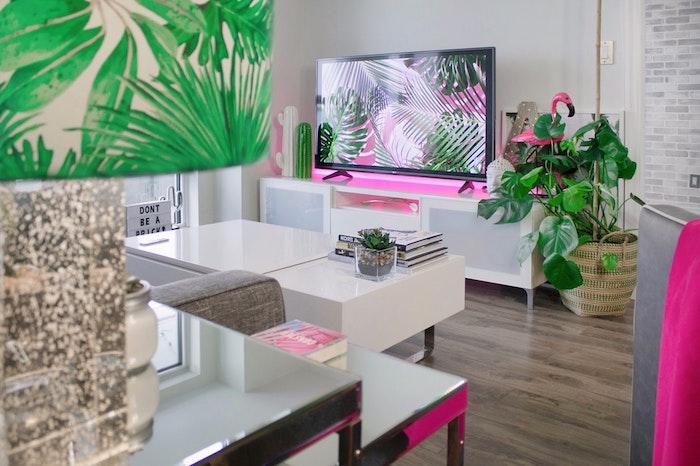 Das Wohnzimmer als eine exotische Oase, grelle Farben, stimmungsvolles Ambiente