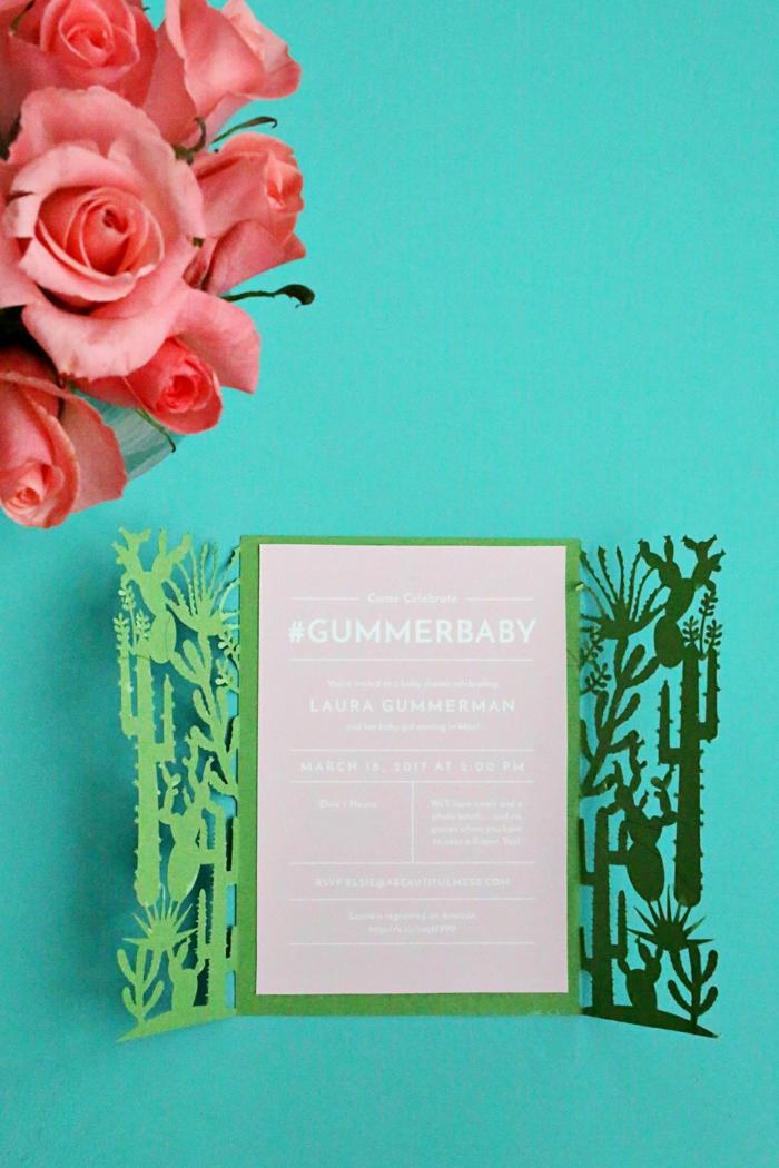 Einladungen basteln zu einer Babyparty von Mädchen, Karten in rosa Farben und Rosen