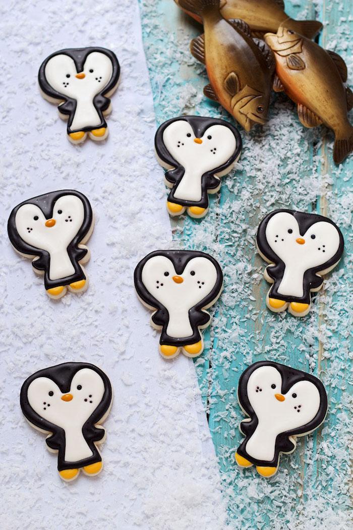 Süße Weihnachtsplätzchen in Form von Pinguinen selber backen und dekorieren