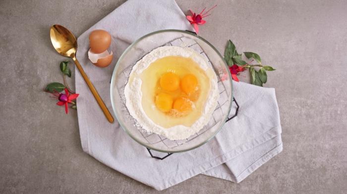 winterliche desserts, nachtisch ideen, mehl und eier vermischen, yorkshire pudding rezept
