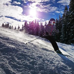So schützen Sie die Haut während des Skiurlaubs