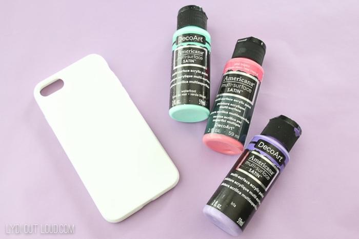 Zubehör für DIY Anleitung Handyhülle, verschiedene Acrylfarben, weiße Handyhülle designen, lila Hintergrund