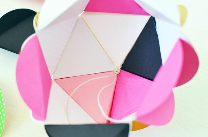 rosa Weihnachtskugel aus Papier mit einem Schnur, Weihnachtskugeln gestalten