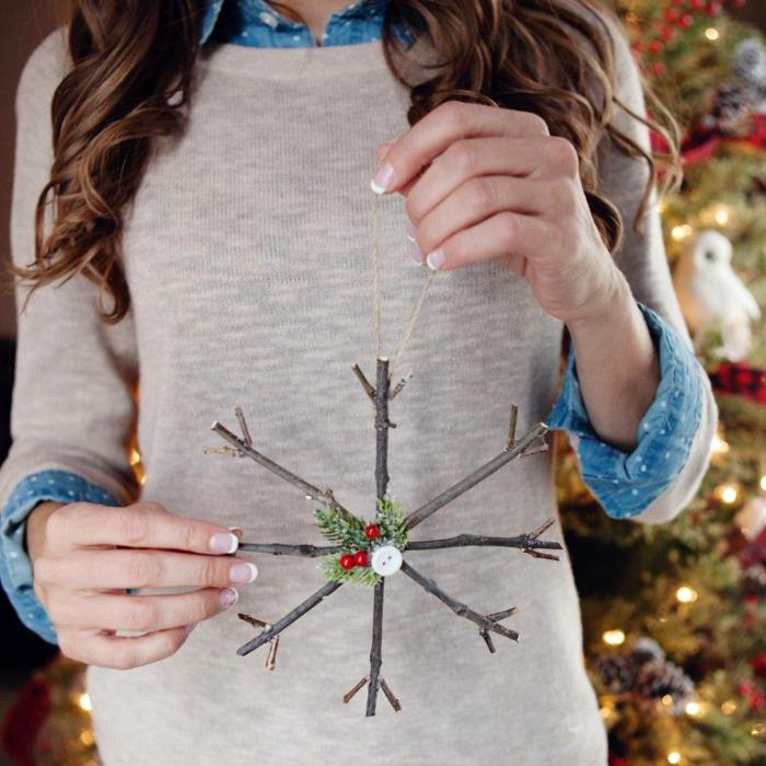 bastelideen für weihnachten, französiche nägel, große schneeflocke, christbaumschmuck aus holz