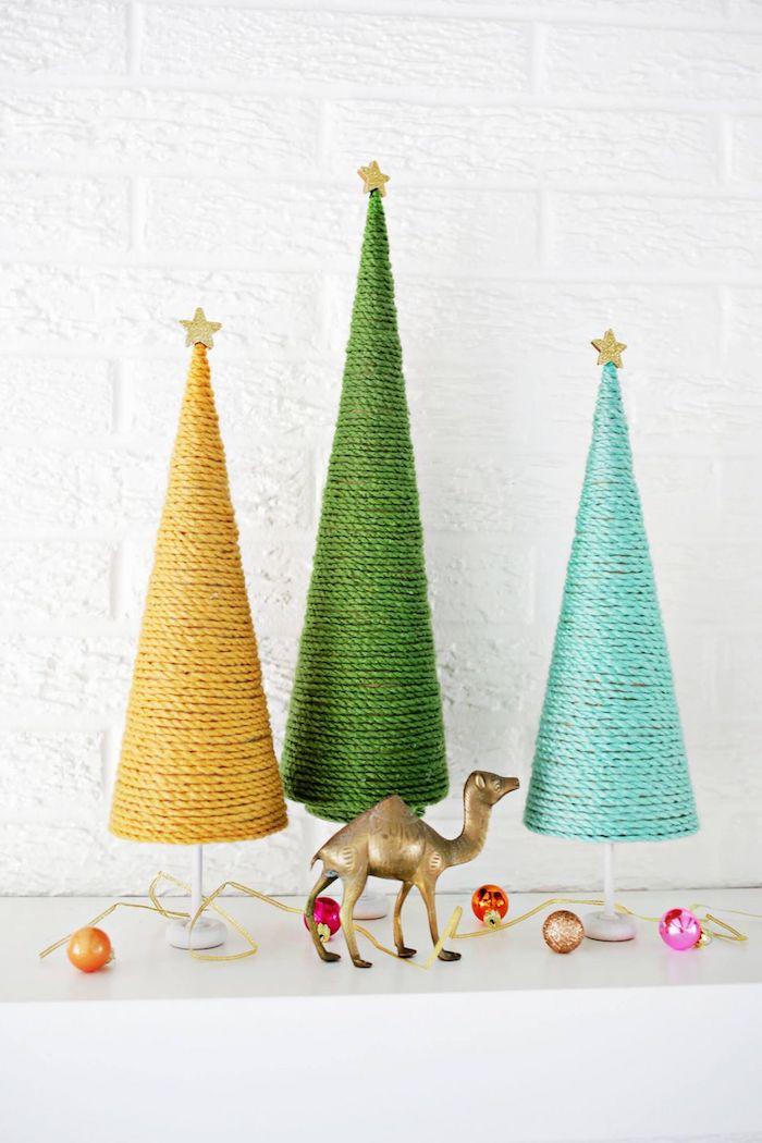 Weihnachtsbaum selber basteln, Konus aus Karton mit Garn umwickeln, kleines Sternchen an die Spitze kleben