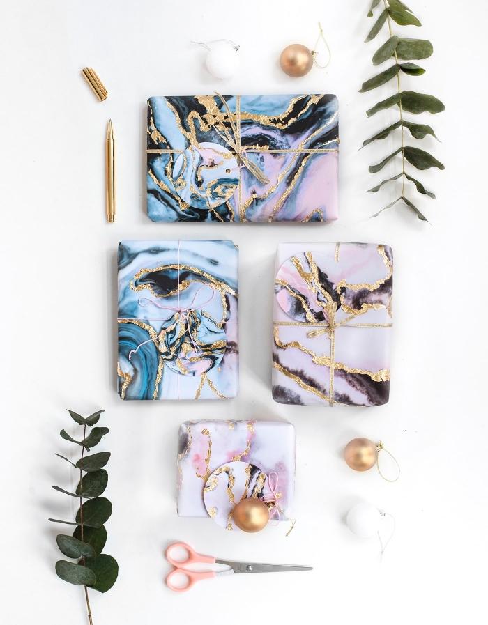 basteln zu weihnachten, geschenkverpackungen mit marmor muster, rosa schere