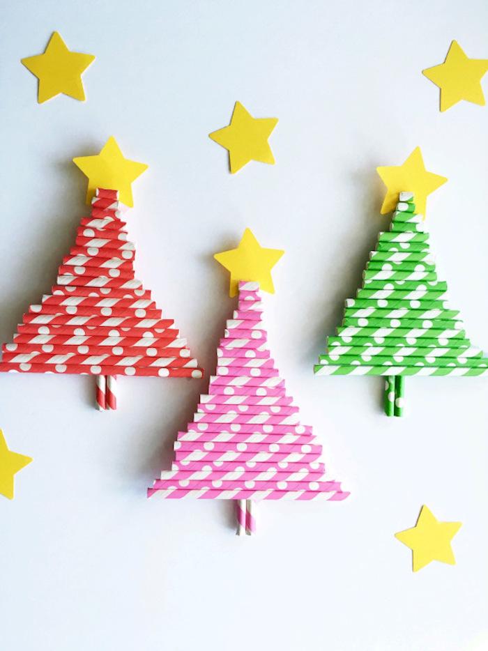 Weihnachtsbäume aus Strohhalmen selber machen, kleine Sterne aus Papier kleben