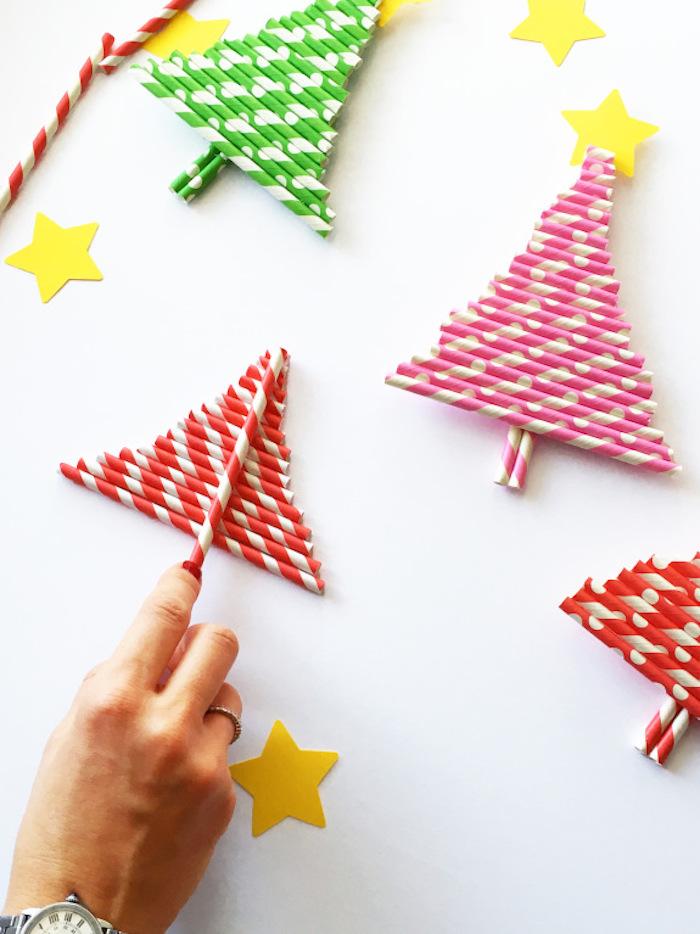Weihnachtsbaum aus Strohhalmen selber basteln, Bastelideen für Weihnachten zum Nachmachen