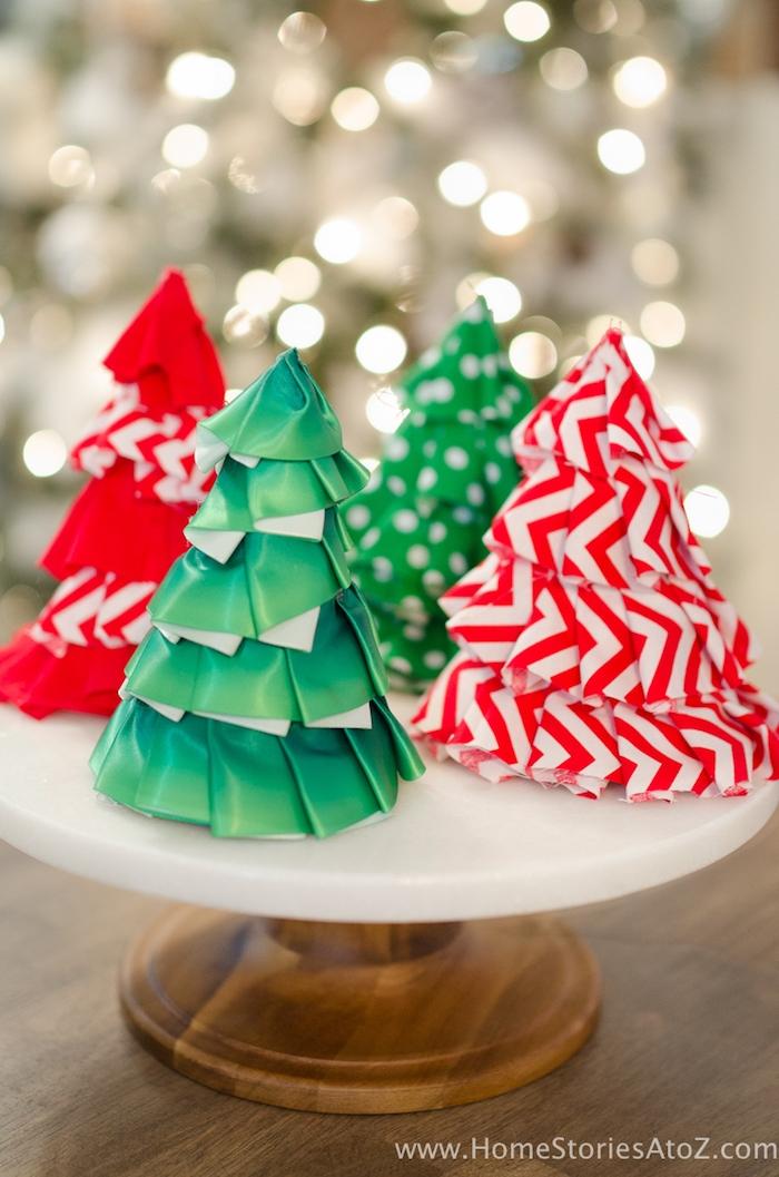Tannenbäume aus Papier basteln, leichte Bastelideen für Kinder und Erwachsene