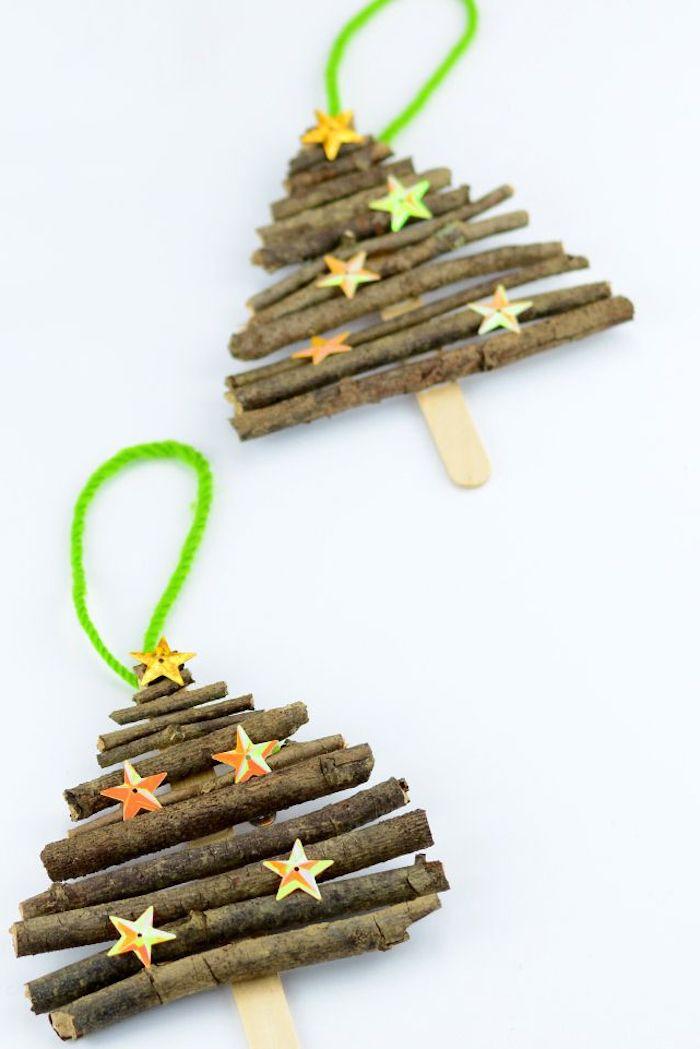 Tannenbäume aus Holzstäbchen selber machen, kleine Sternchen kleben, DIY Ideen zum Nachmachen