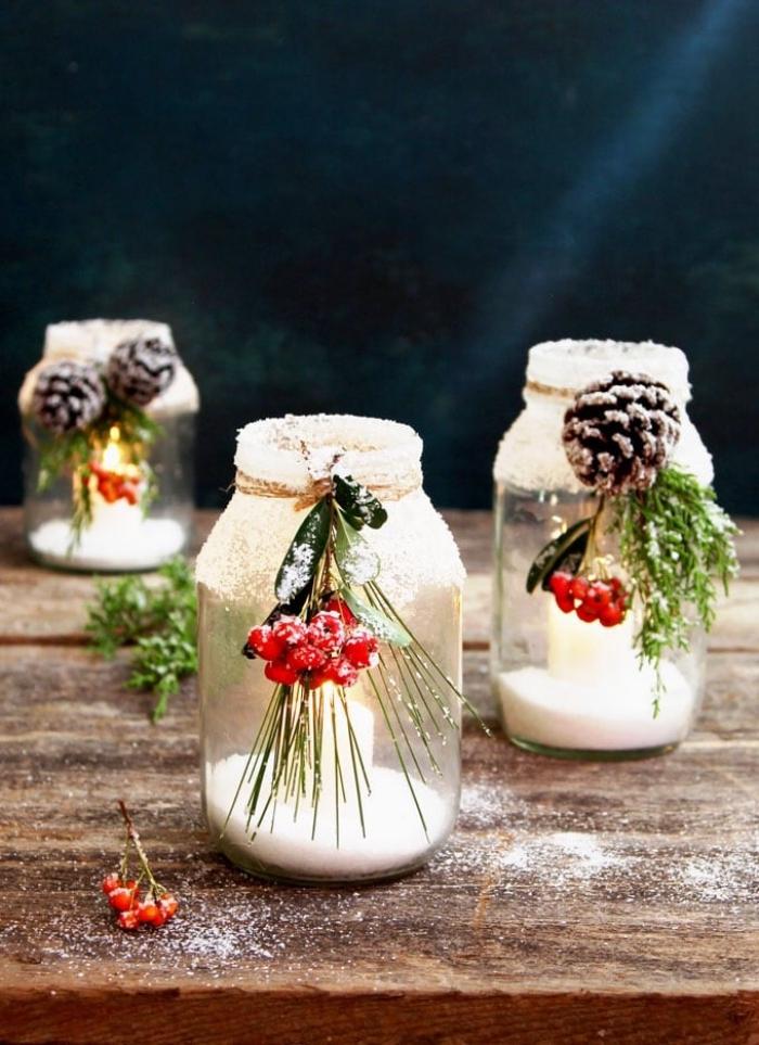 basteln weihnachten, teelichthalter aus einmachgläsern, kleine rote früchten, kunstschnee