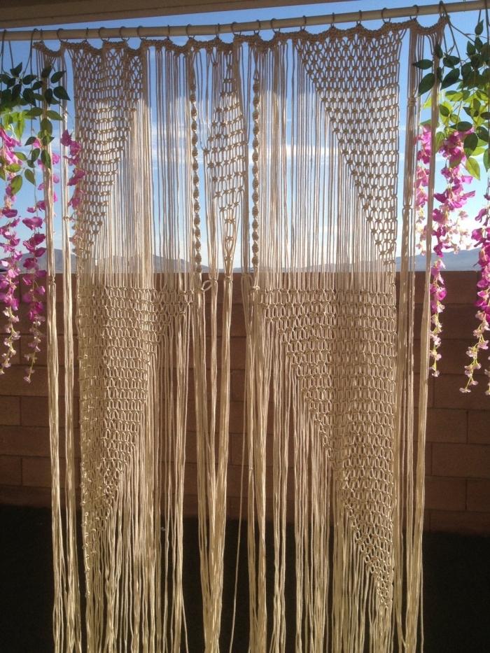 makramee anleitung zum machen von einem solchen faszinierenden vorhang, sommerdeko für terrasse oder balkon