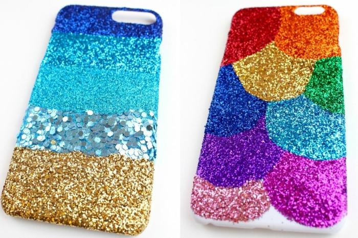 kreative Handyhüllen selbst gestalten, mit Glittern bedeckt, eine Hülle mit Streifen und eine Hülle mit Halbkreisen