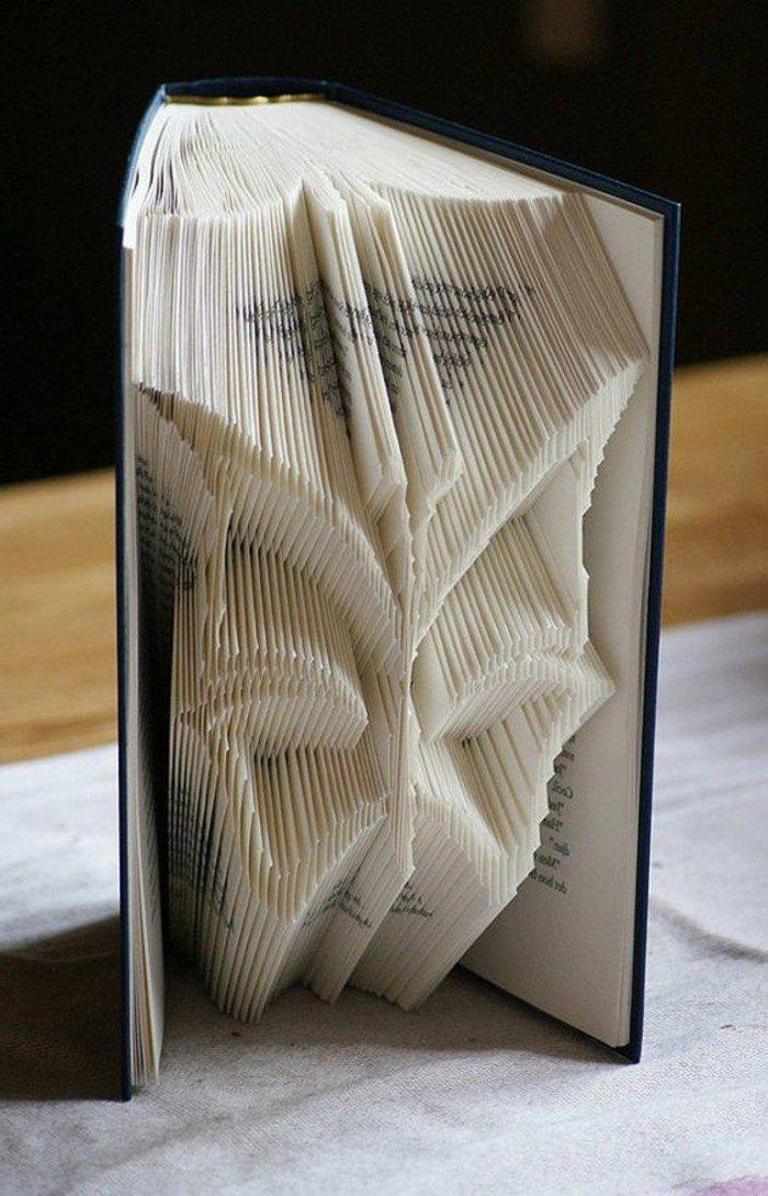 ein seltsames Gesicht von Außerirdischen, Orimoto, ein Buch mit schwarzem Umschlag