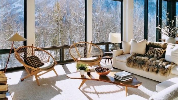 zimmer dekorieren, deko für wohnzimmer, mexikanische stühle, große fenster, tisch aus holz