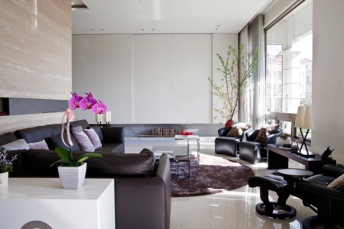rosa orchidee, feng shui einrichtung, deko für wohnzimmer, schwarzes ledersofa