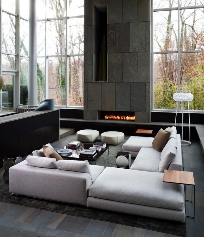 deko für wohnzimmer, sitzplatz einrichten, hellgraues sofa, elektrischer kamin