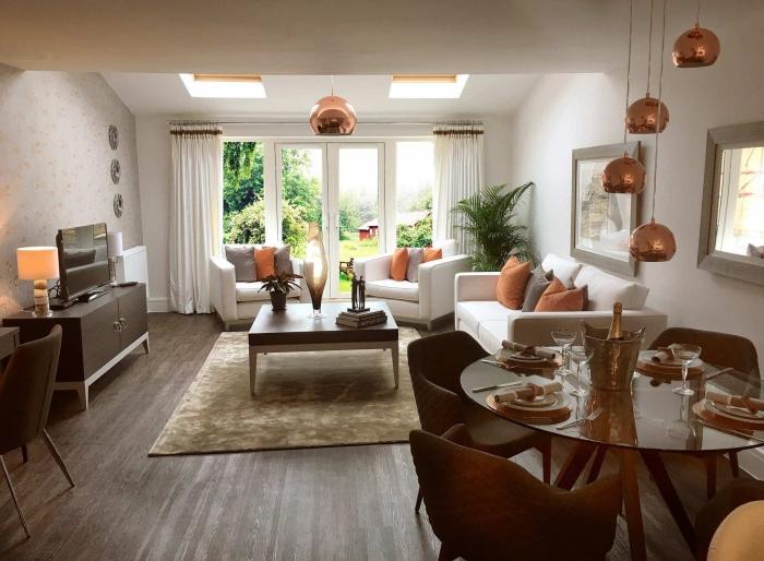 deko rosegold, wohnzimmereinrichtung in weiß und braun, rosegoldene dekoartikel