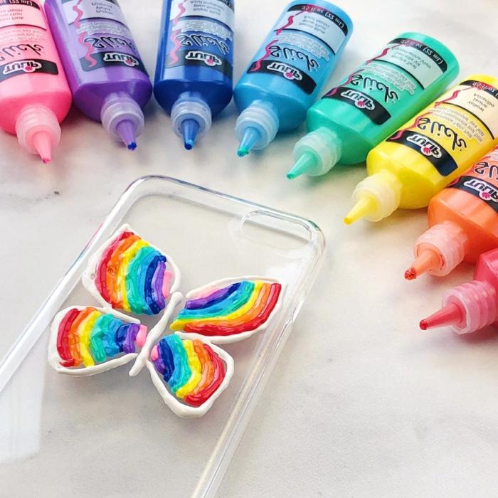 ein Schmetterling mit den Farben von Regenbogen, weiße Konturen, Handyhülle gestalten