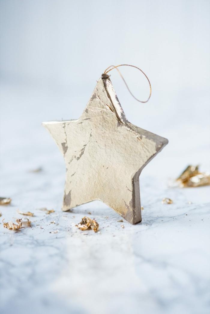 goldener Weihnachtsstern, Sterne basteln, mit den überflüssigen Teilen umgeben