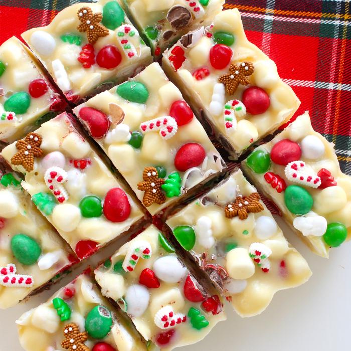 dessert weihnachten, schokoladenbars mit weißer schokolade und bonbons