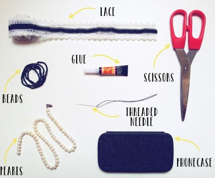 alles, was Sie brauchen für schöne Handyhüllen, Perlen, blaue Handyhülle, Scheren, Spitze
