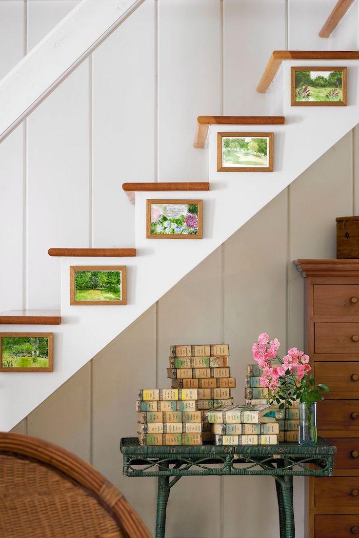 Die einfachste Treppenform, gerade Treppe aus Holz