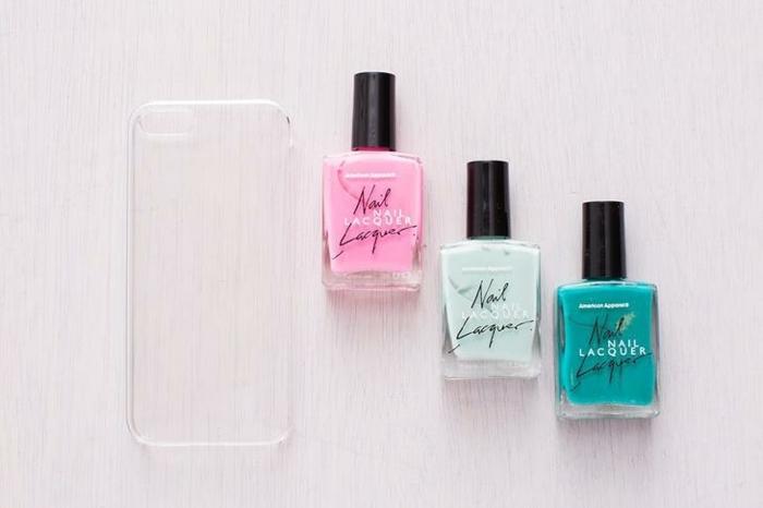 DIY Anleitung Zubehör für personalisierte Handyhülle. drei Nagellacke in pink grün und blassgrün