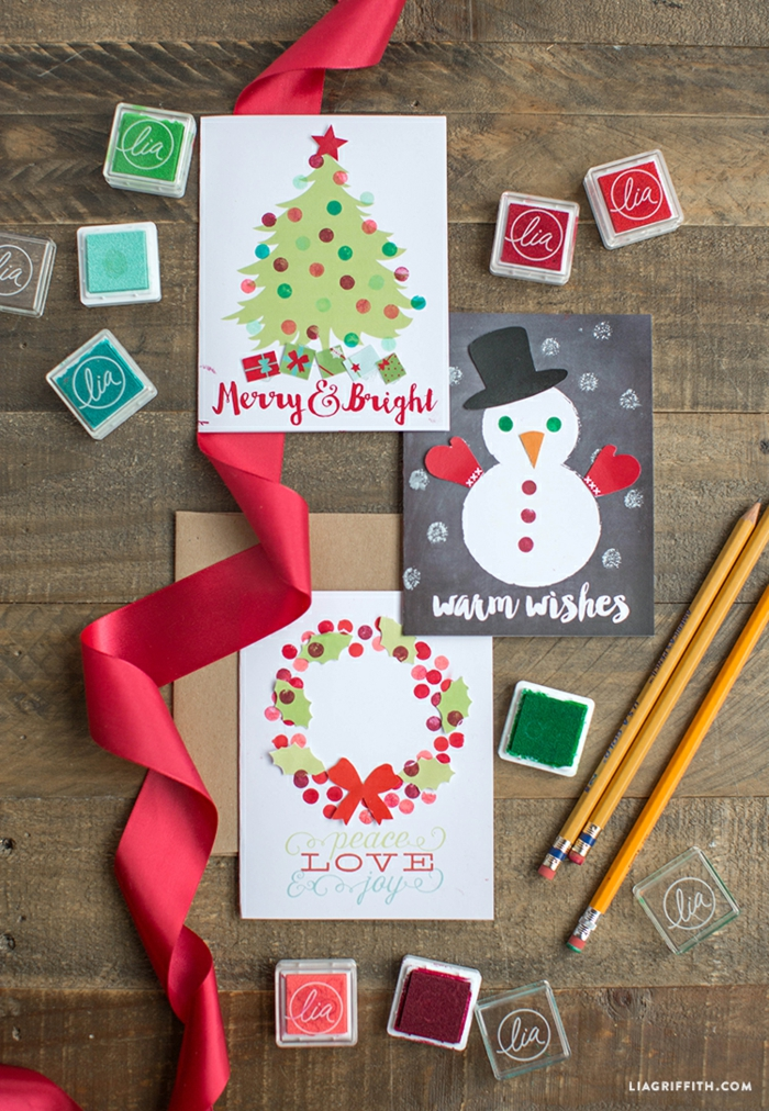 rote Schleife, drei Weihnachtskarten drucken, Glückwünsche und schöne weihnachtliche Bilder