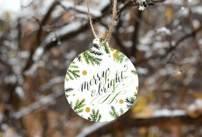 das Endprodukt der Anleitung, Weihnachtskarten selbst gestalten, die später als Weihnachtsschmuck zu hängen sind