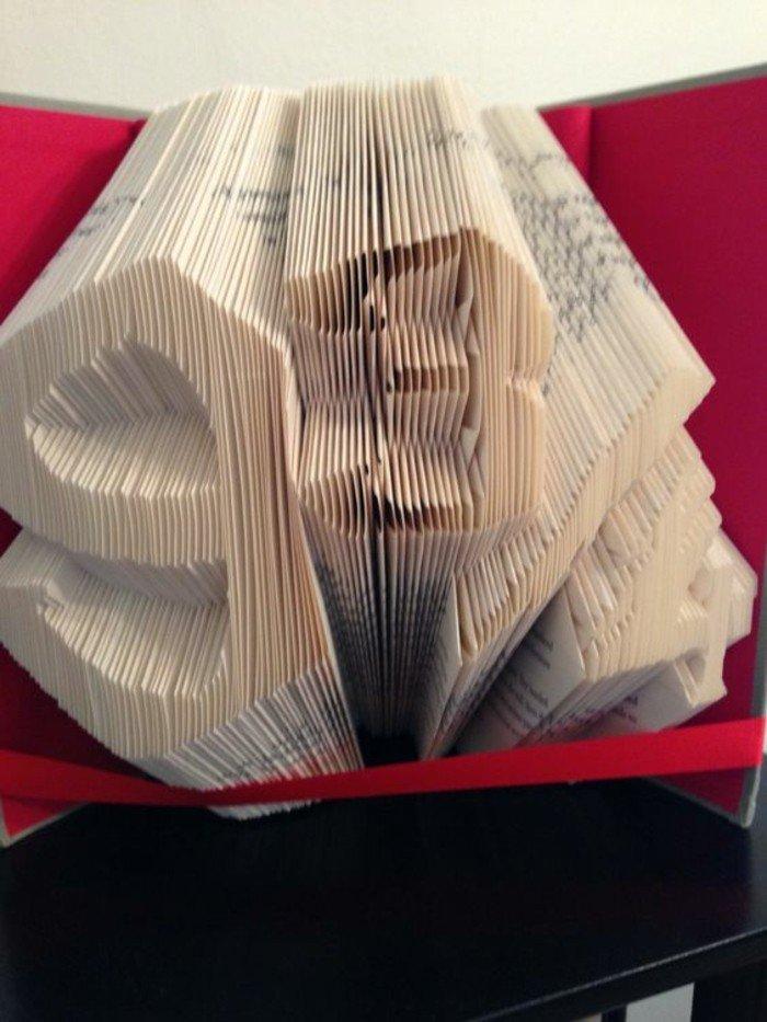 Ziffer neun und Ziffer drei,Bücher falten mit einer versteckten Bedeutung aus einem Buch