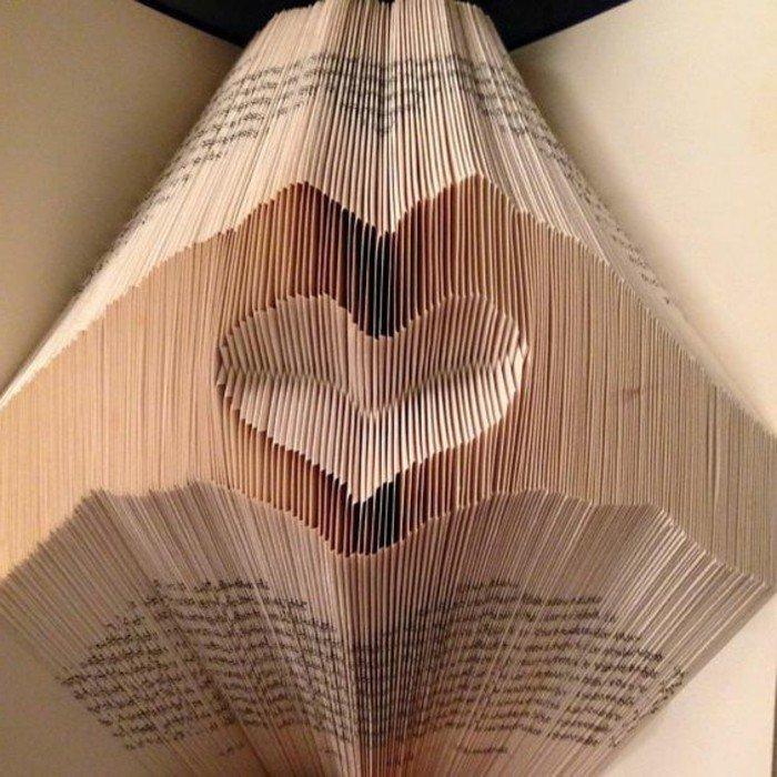 zwei Hände machen ein Herz, eine Komposition aus Papier, Orimoto, Geschenk zu Valentinstag