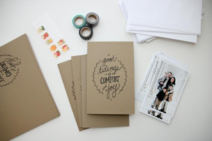 Weihnachtskarten mit Foto, braune Briefumschläge, kleine Fotos von der Familie