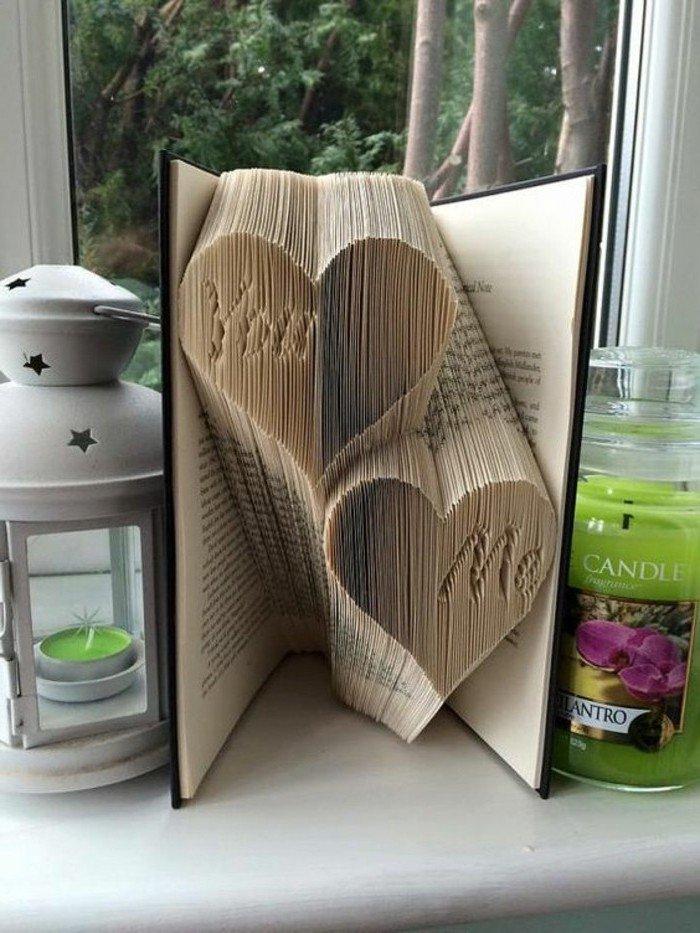 zwei Herzen mit Aufschrif Ich und Du, ein romantisches Geschenk zu Valentinstag, Origami Buch