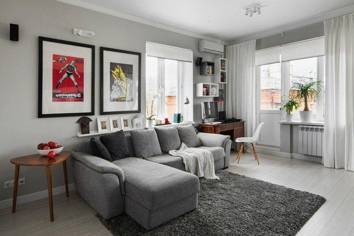 ein graues Sofa, grauer Teppich, bunte Bilder, weiße Gardine, weißer Laminatboden, Welche Farbe passt zu Grau