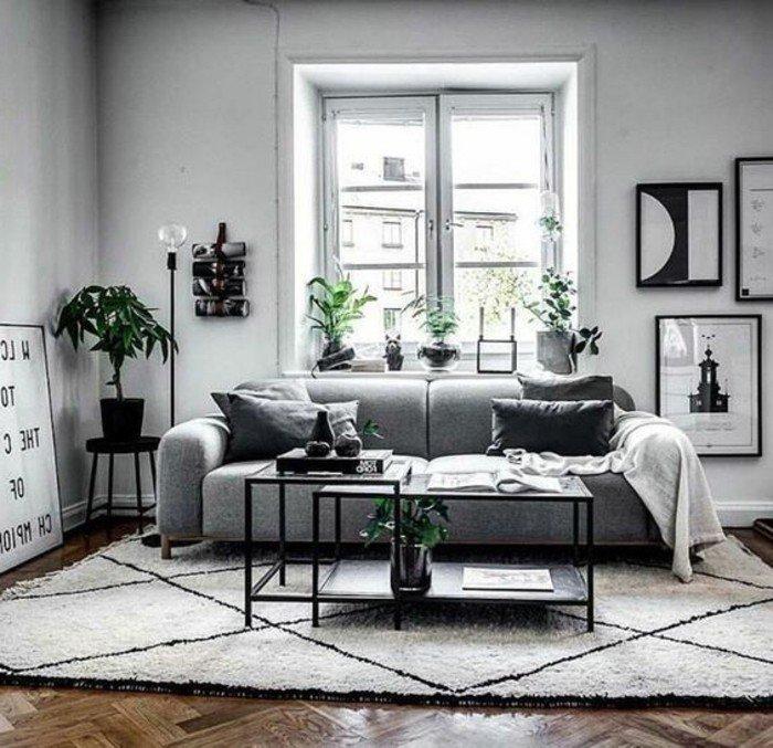 Wohnzimmer streichen Grau Weiß, eine Mischung aus Weiß und Grau als Wandfarbe, graues Sofa, weißer Teppich