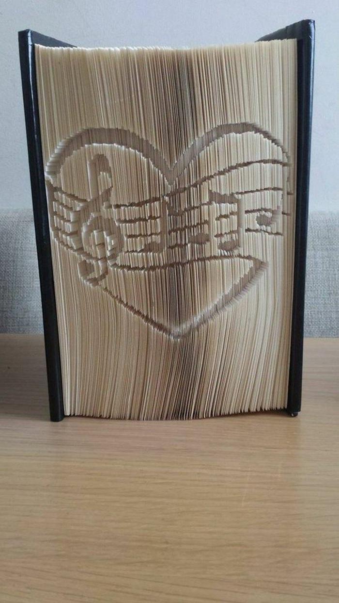 Violinschlüssel, einige Note in einem Herz, das bedeutet große Liebe für Musik, Origami Buch