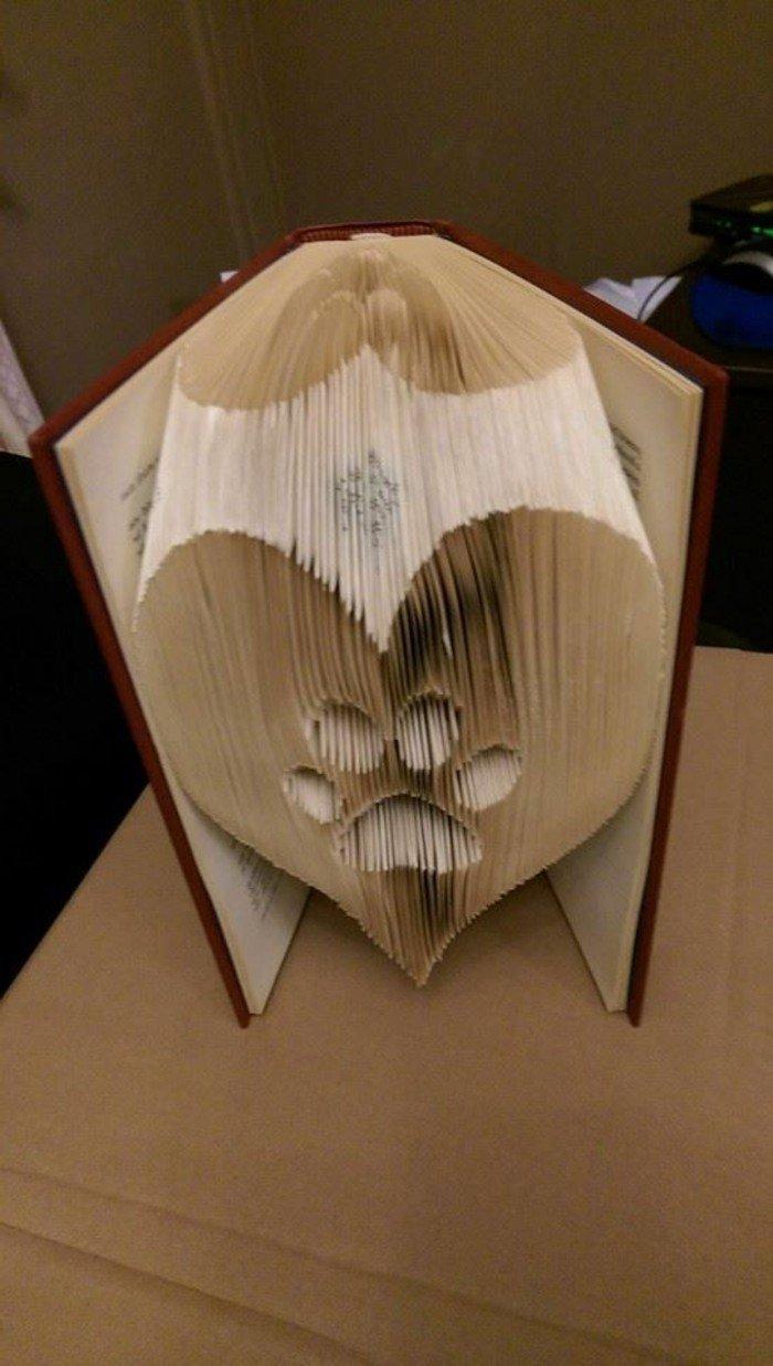 eine Pfote in einem Herz, Origami Buch, diese Abbildung zeigt die Liebe zu Haustieren