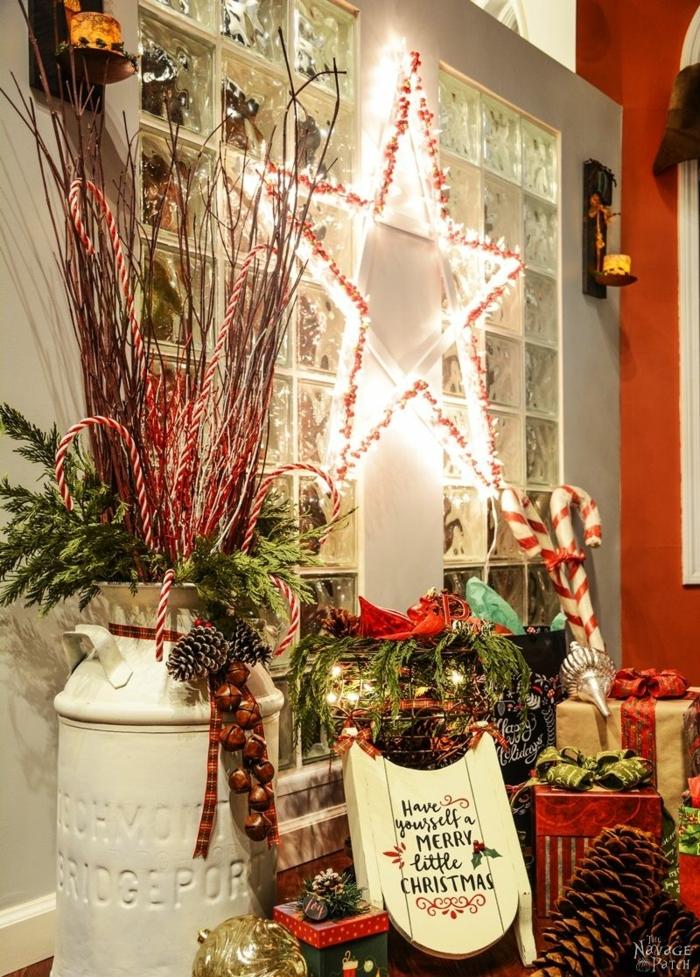 ein schöner leichtender Stern als Fensterdeko, viele dekorative Elemente, Basteln zu Weihnachten