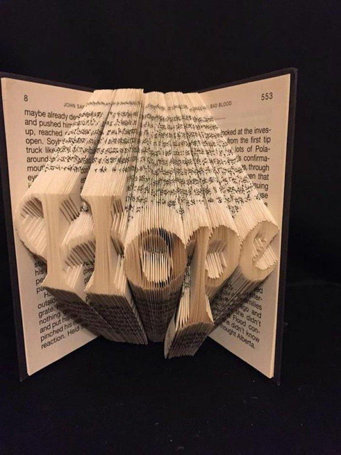 eine Aufschrift, auf der Hope steht, das englische Wort für Hoffnung, Buchfaltkunst