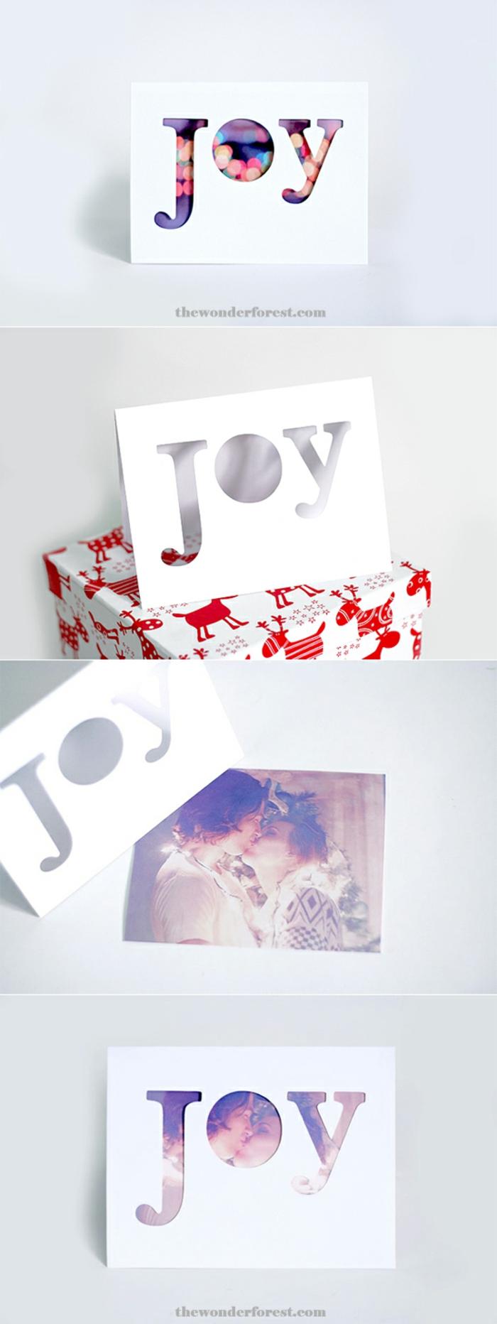Weihnachtskarten mit Foto, das Wort JOY zeigt das Wichtigste vom Foto, ein junges Paar