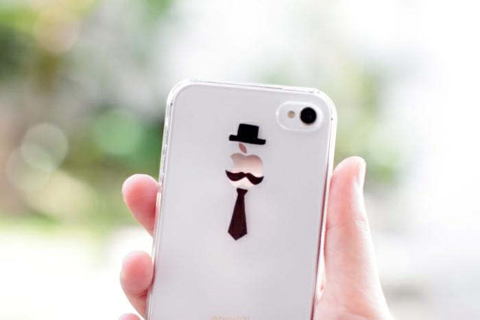 Iphone Handyhülle, das Logo von Apple bemalt wie ein Menschchen mit Krawatte, Schnurbart und Hut
