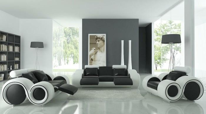 zwei Sessel und ein Sofa in Schwarz Weiß, ein weißer Boden, graue Wandfarbe, Wohnzimmer in Grau Weiß