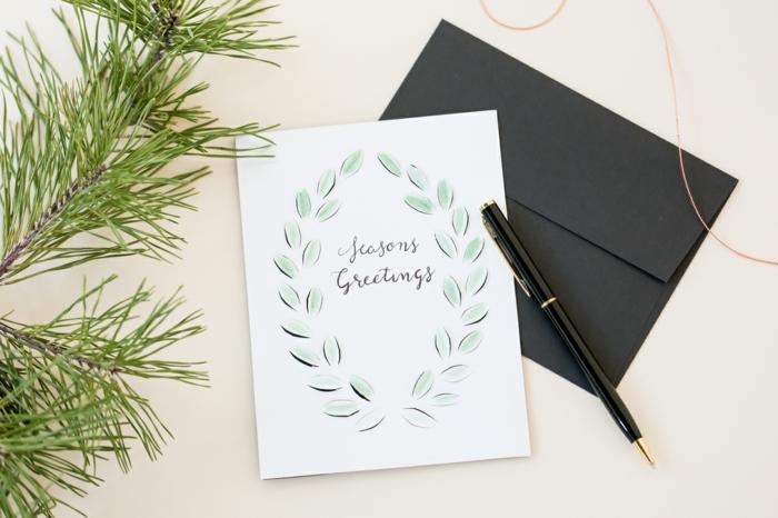 elegantes Weihnachtskarten Design, weiße Hintergrund und schwarzer Briefumschlag