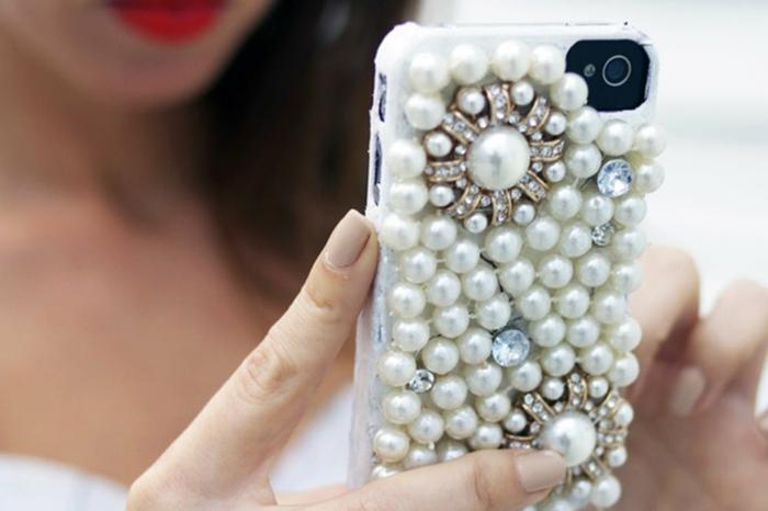 eine elegante Handyhülle bedrucken, mit Perlen und kleine Edelsteine, Handyhülle für moderne Damen